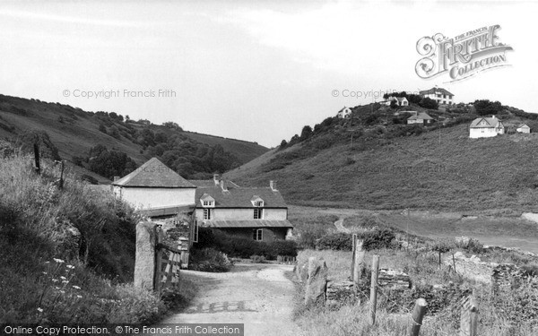 veryan the road to the beach c1955 v3041 large - History